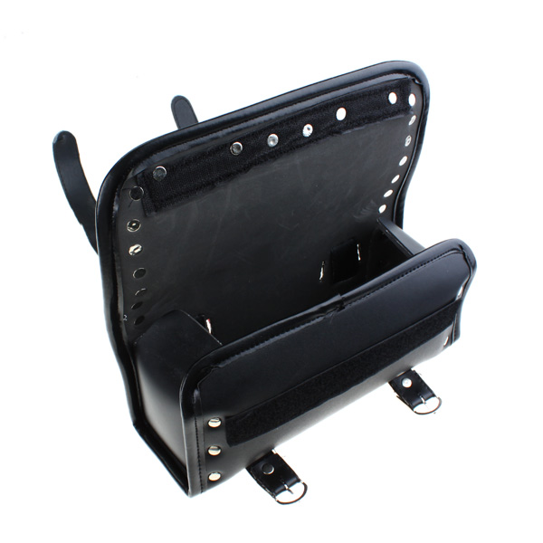 sacoche valise pour moto scooter imitation cuir avec rivets r glable. Black Bedroom Furniture Sets. Home Design Ideas