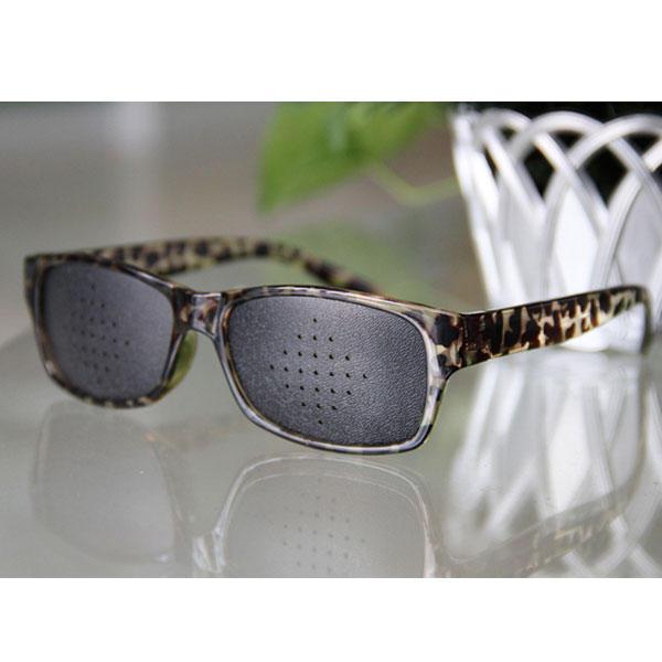4212d7fc4dc2f Óculos Reticulados com furos Melhora da Visão cor Tartaruga Plástico